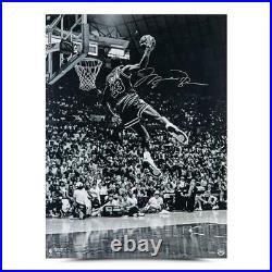 MICHAEL JORDAN Autographed Bulls Frozen In Time 30 x 40 Photograph UDA