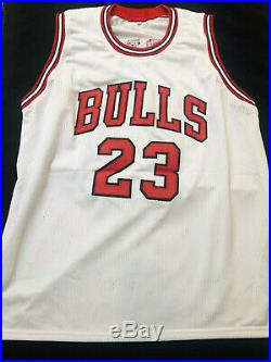 Michael Jordan Signed Autographed Chicago Bulls Jersey COA