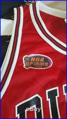 Michael Jordan UDA Upper Deck Signed Auto Bulls 1997-1998 Finals Jersey