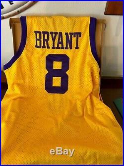 UDA KOBE BRYANT Signed Rewind 1957 Los Angeles Lakers Nike #8 Jersey Rare /57